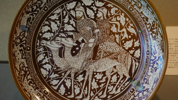ラスター彩の陶器作品