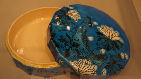 青釉の陶器作品