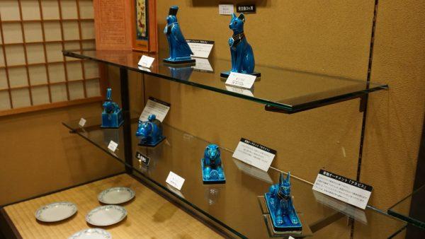青釉で作られたエジプト神の置物~予約で2か月待ちとのこと